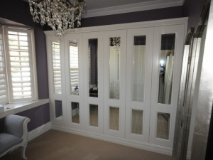 Bespoke-Wardrobe-ornate-mirror-doors-Double-Bay