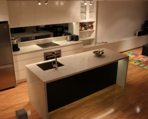 smoked mirror splashback sharknose doors