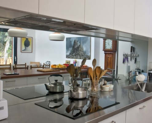 Mirror splashback stainless steel