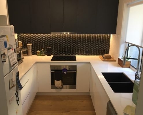 penny round splashback with polytec doors sharknose